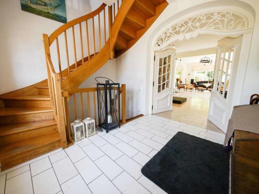freistehende Ausnahmeimmobilie für Ihre Familie - mit weiterem Baugrundstück! - Eingangsbereich