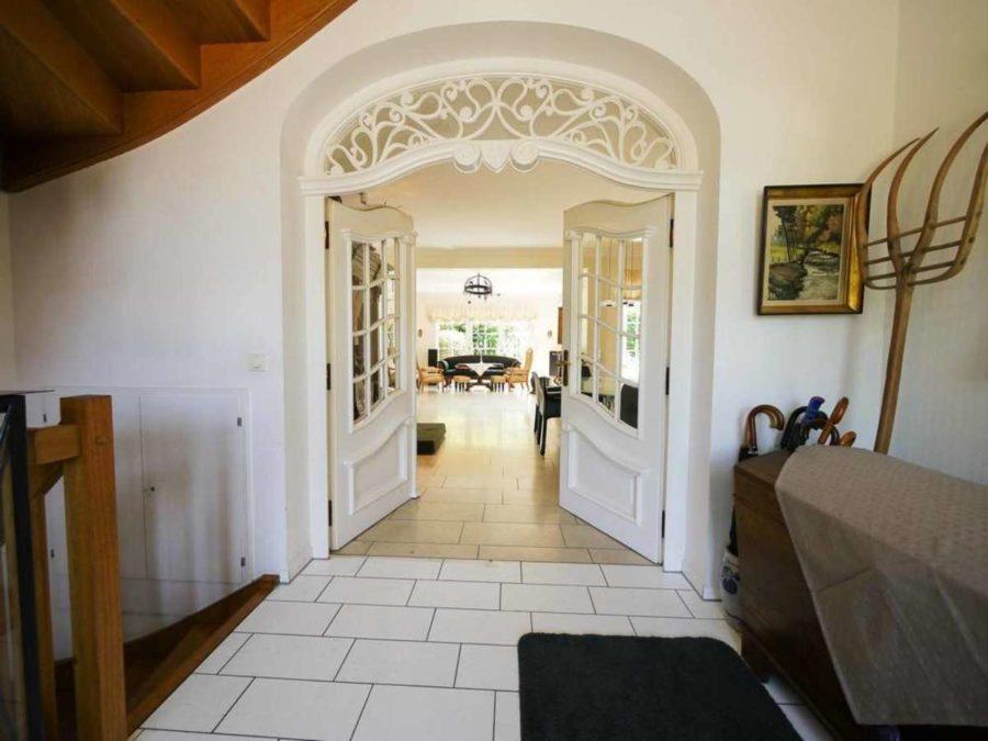 freistehende Ausnahmeimmobilie für Ihre Familie - mit weiterem Baugrundstück! - Blick in das Wohnzimmer