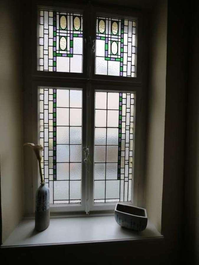 *** Dreifamilienhaus mit Renditesteigerungs-Potenzial - Treppenhausfenster