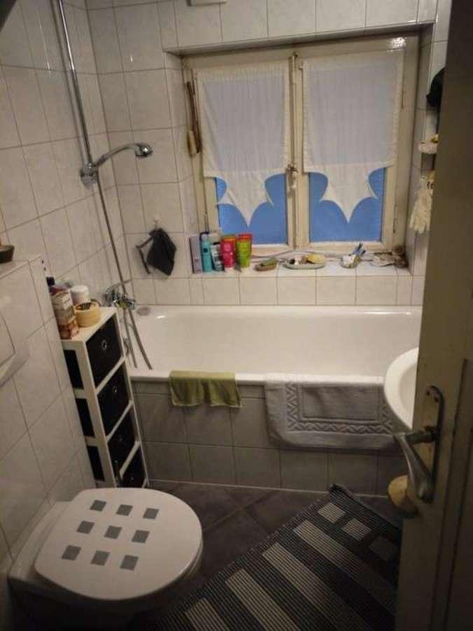 *** Dreifamilienhaus mit Renditesteigerungs-Potenzial - EG-Badezimmer